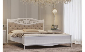 Деревянная кровать с резной спинкой Глория